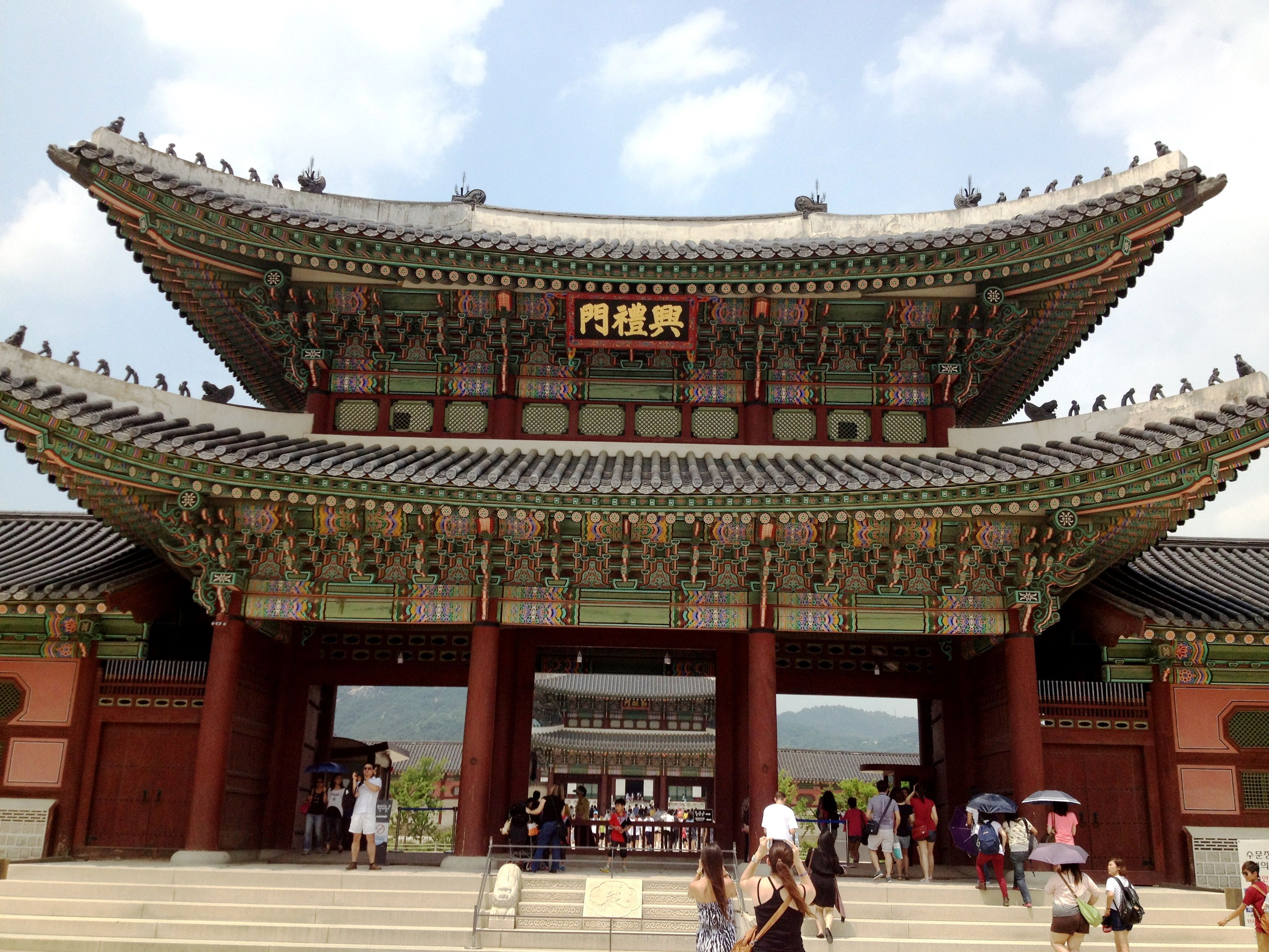 Gyeongbokgung Palace - Built in 1394 by the Joseon Dynastie