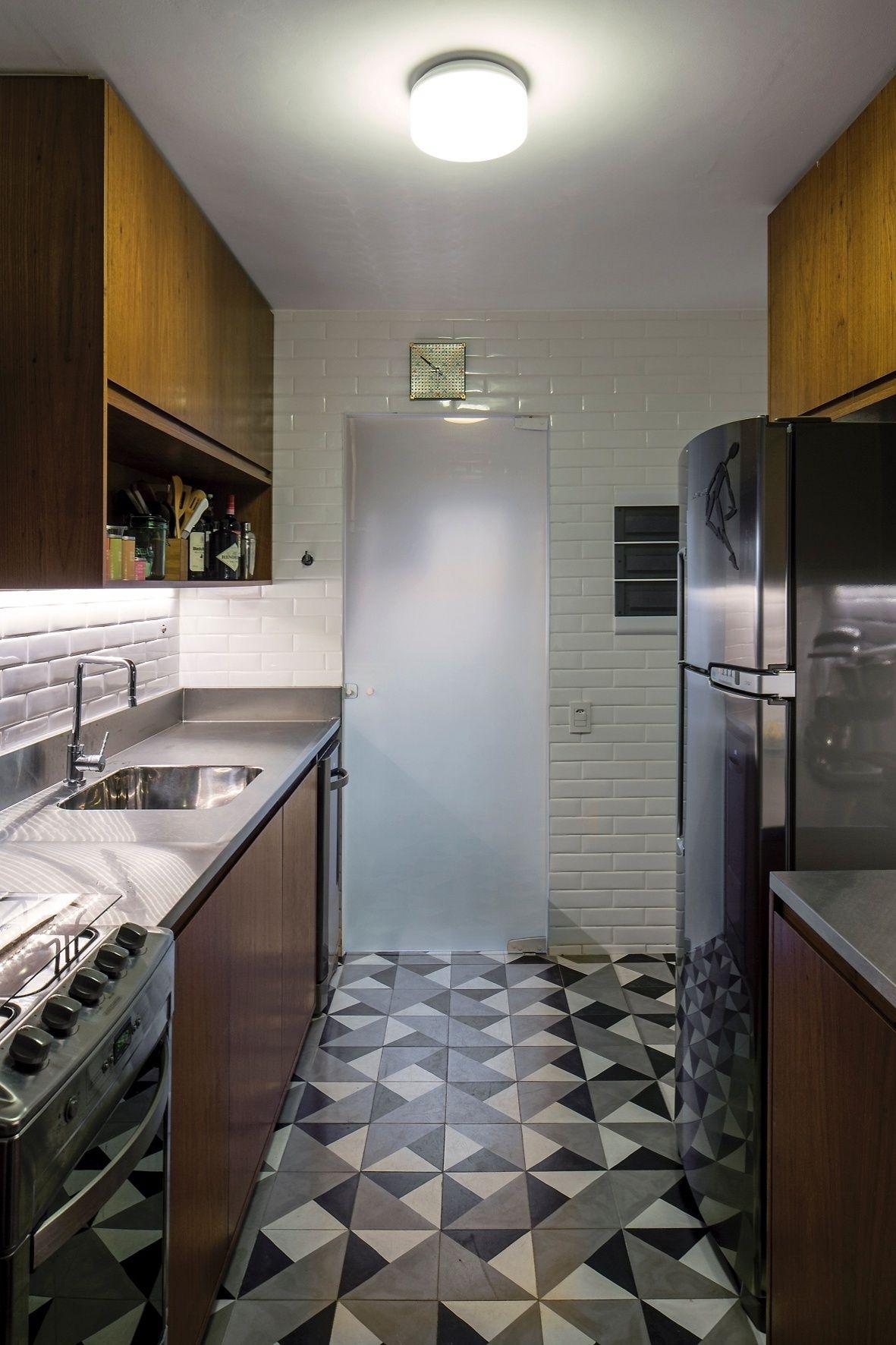 Na Cozinha Os Principais Destaques Sao Piso De Ladrilho Hidraulico