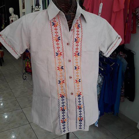 ffb2c53e2 Hermosa #camisa con #bordados y #botones #ocueños Talla XL Precio ...