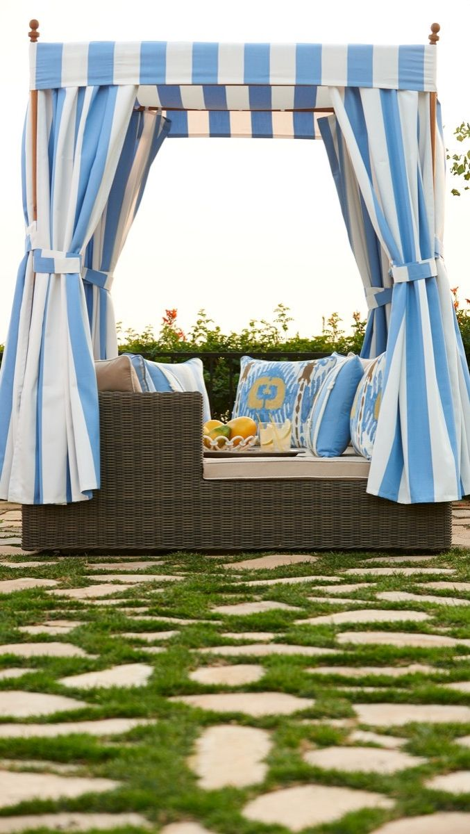 Hyde Park Daybed with Cushions | Frontgate | Outdoor ... on Living Spaces Outdoor Daybed id=58907