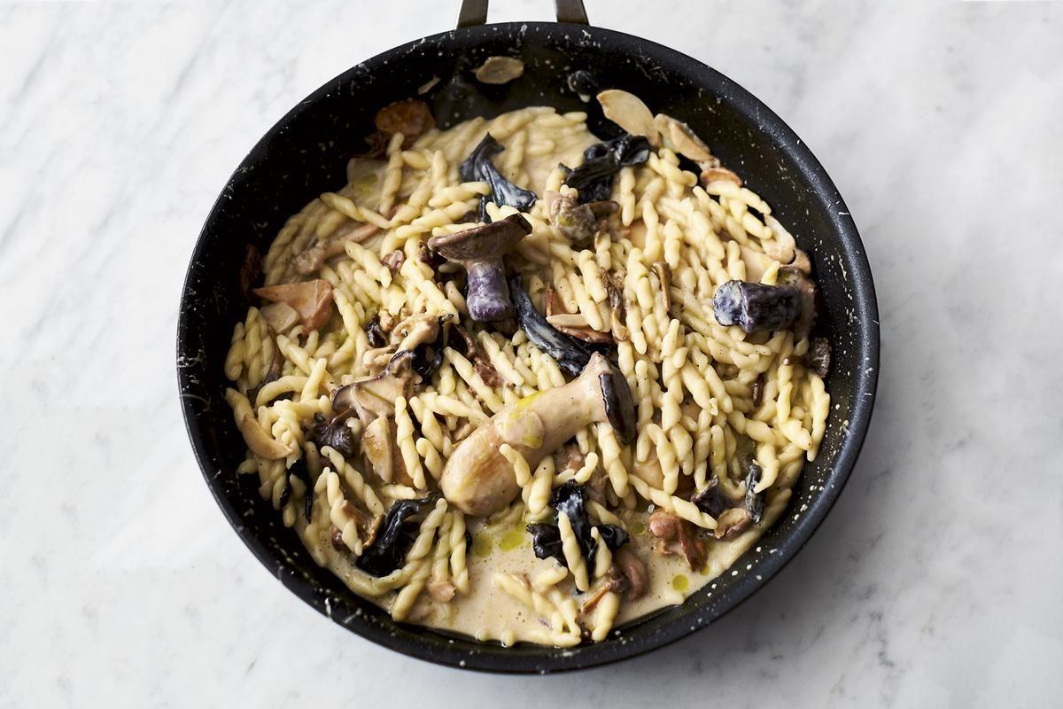 Jamie Oliver S 5 Ingredient Garlic Mushroom Pasta Recipe In 2020