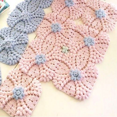 Vintage Wedding Ring Motif Squares This crochet pattern tutorial