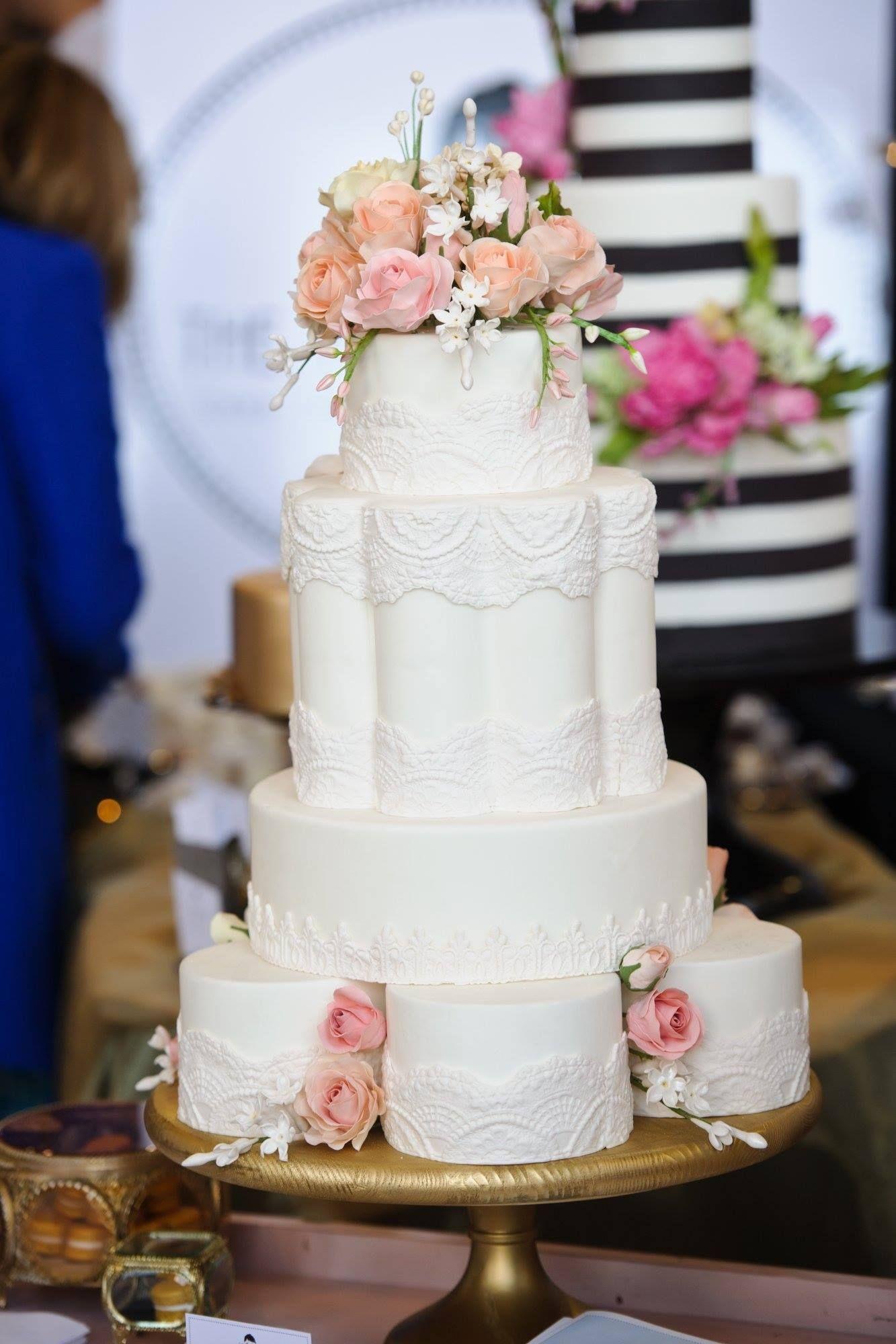 40 Wedding Cake Designs with Elaborate Fondant Flowers | Wedding ...