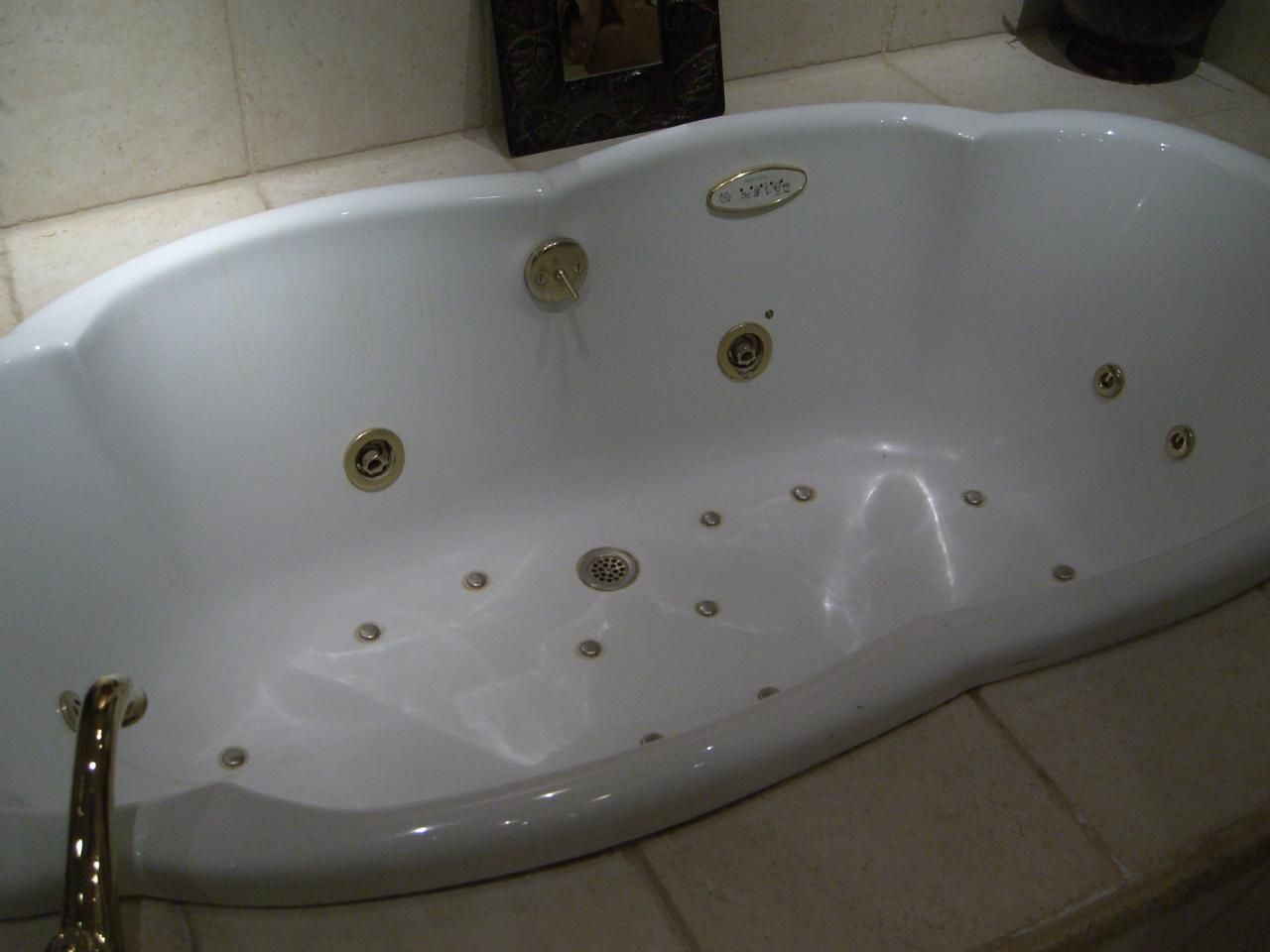 PKB Reglazing : Jacuzzi Jet Bathtub (Before) | Bathtub Reglazing ...