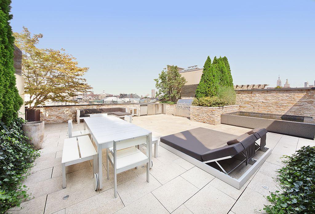 On aime la terasse sur le toit - son coin 'saucette' avec un bassin d'eau et son espace lounge