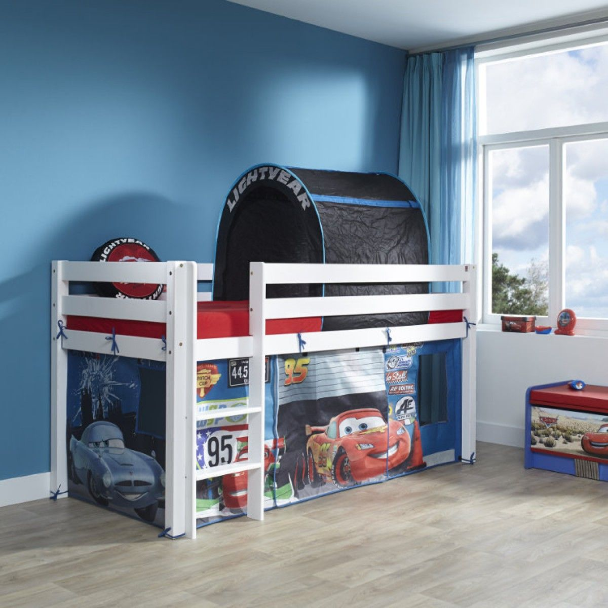 le lit cars merveillera la chambre de votre petit gar on. Black Bedroom Furniture Sets. Home Design Ideas