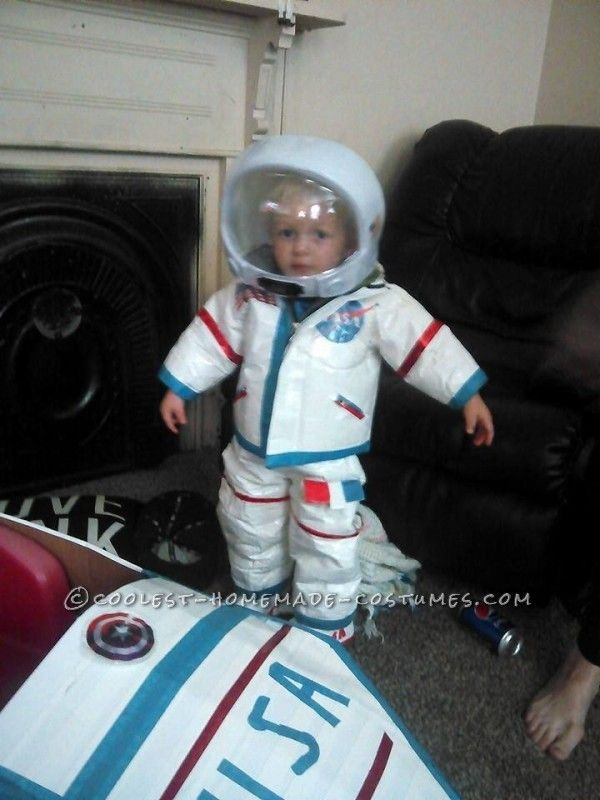 DIY Toddler Astronaut Costume and Space Ship... Coolest Halloween Homemade Costume Contest  sc 1 st  Pinterest & DIY Toddler Astronaut Costume and Space Ship | Coolest Homemade ...