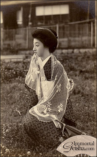 Geiko Tomigiku 富菊 in Casual Attire. Taisho era (1912-1926), Japan. S)