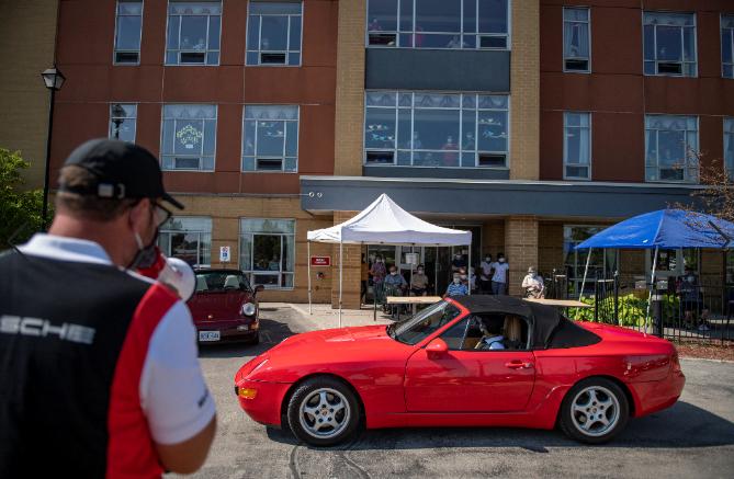 Porsche Cars Canada Deploys Classic Car Parade to
