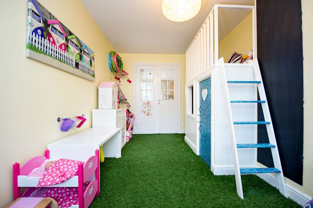 Beautiful Kids Playroom Flooring: Artificial Grass   Easy To Wipe Clean