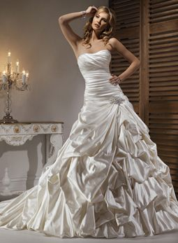 Maggie Sottero: Nicollette Ohhh my godddd! This ones a lot like mine, but I still like mine better! <3