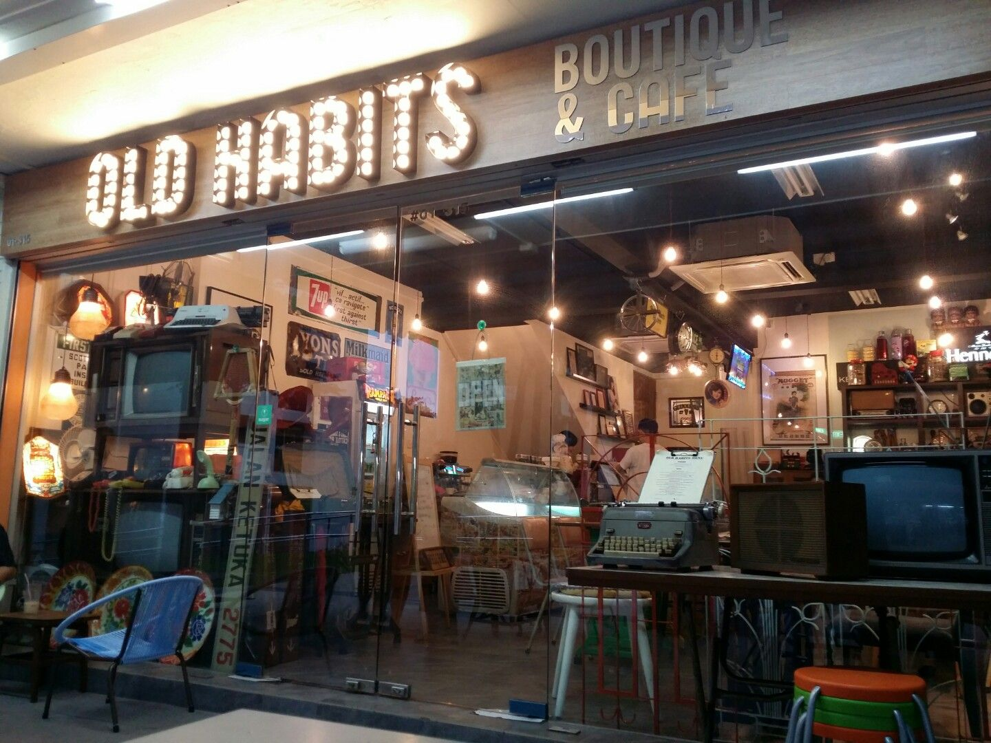 Old Habits Boutique Cafe Cafe Cafe Restaurant Boutique