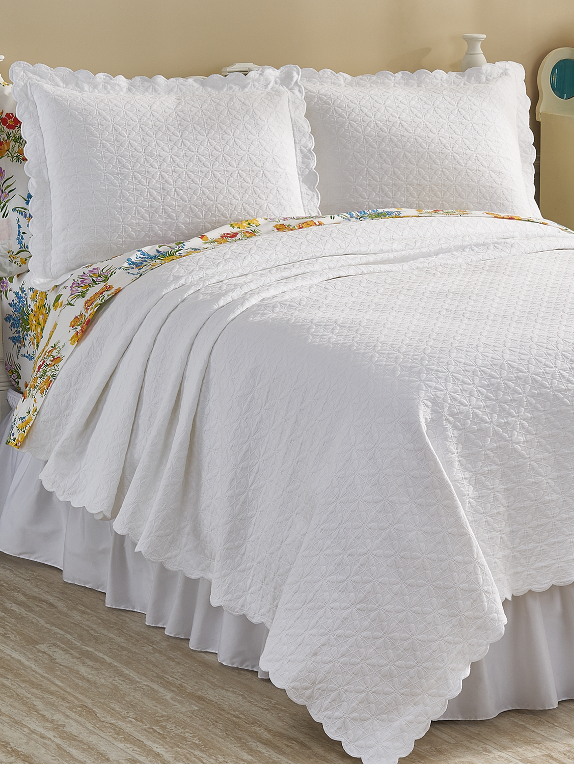 Floral Matelasse Coverlet Brings Nature S Beauty To Your Bedroom Coverlets Home Decor Decor