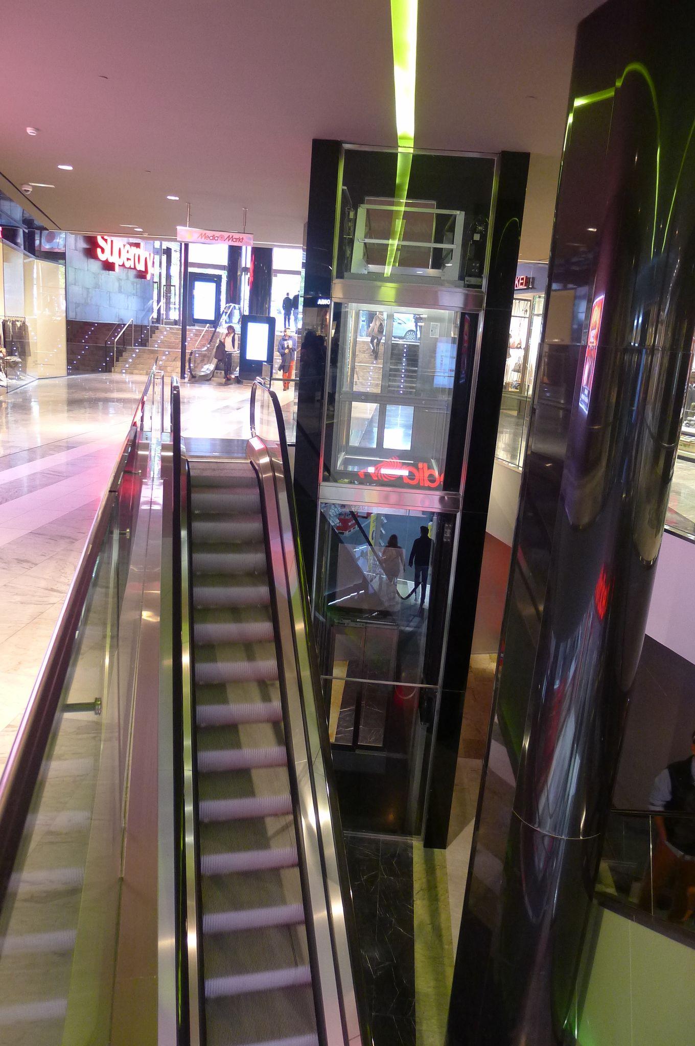 Escaleras Mecanicas A Media Mark Castellana Edificios De