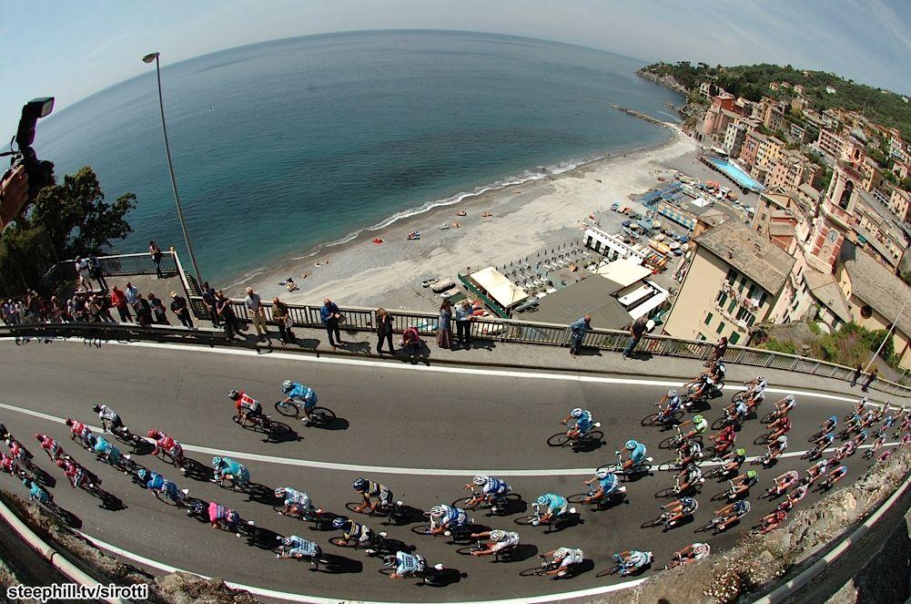 The Giro d'Italia in Livorno. Cycling + Italy = perfection.