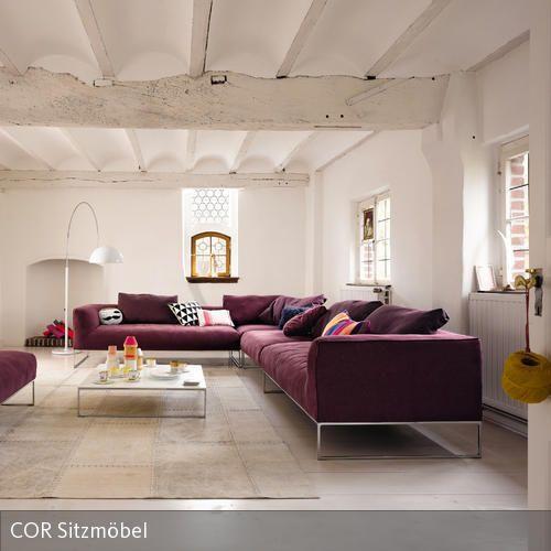 Weinrotes Ecksofa in weißer Umgebung Wohnideen wohnzimmer - wohnzimmer deko lila