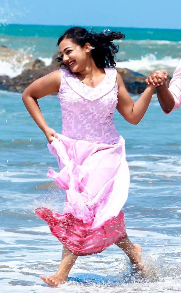 Indian Stunning Actress Nithya Menon Hot Sexy N Stunning Pics Nithya Menen Beauty Queens