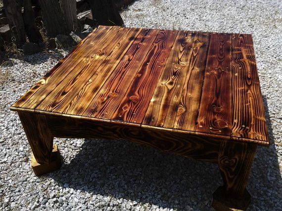 """Table en bois de palettes de la restauration """"flamme poêlé"""""""