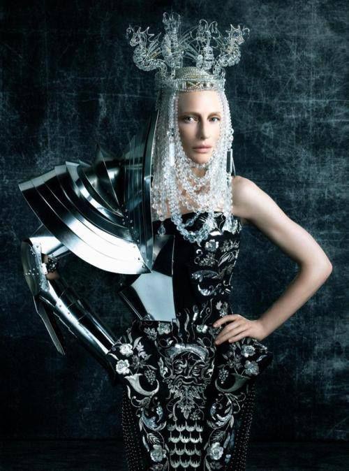 #fotografia #fashion #metal #hierro #armadora #caballero #mujer #vestido #tocado #corona #detalles