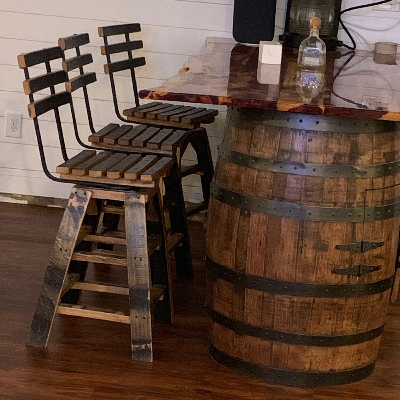 Deco Tonneau De Vin whiskey barrel table, with jack daniels barrel (includes