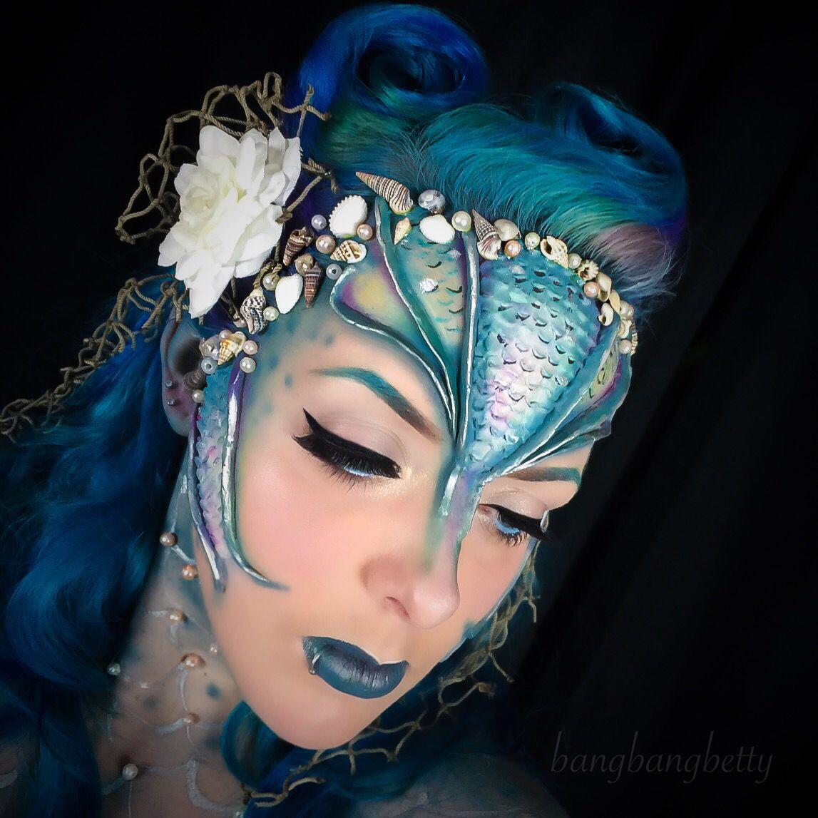 I Decided To Be A Pinup Mermaid Today Mermaid Makeup Blue Mermaid Scales Makeup Blue Hair Sea Creature Makeup Eye Makeup Tutorial Blue Makeup Nerd Makeup