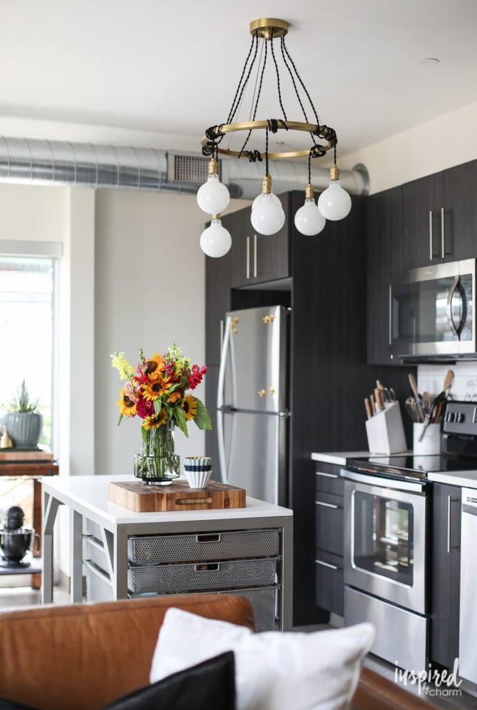 Drab to Fab: Apartment Kitchen Decor | Cocinas y Decoración