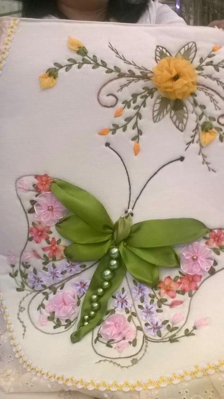 Mariposa Con Flores Tutorial Bordado De Cintas Bordado En Cinta Cojines Toallas Bordadas En Cinta