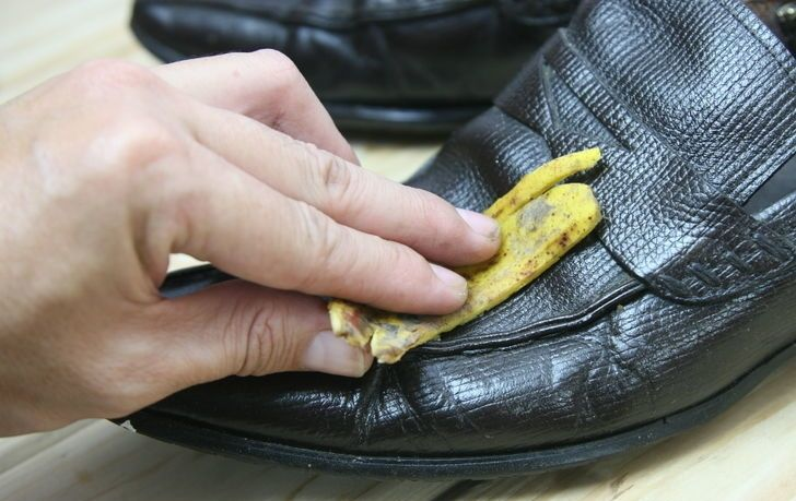 how to shine shoes with banana peel