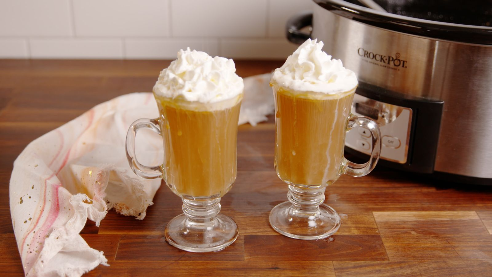 Photo of This Crock-Pot Butterbeer Rum Is Truly Magical