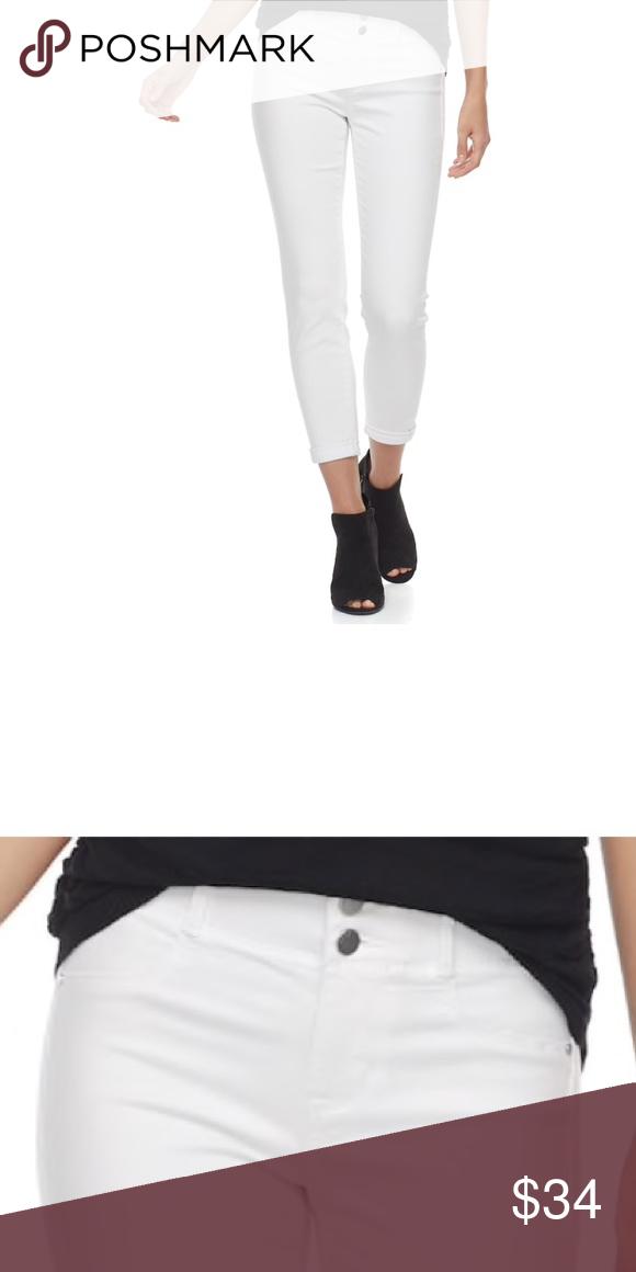 35a60a01dd5 Plus Size APT. 9 Tummy Control Mid-Rise Capri Jean Easily update your denim