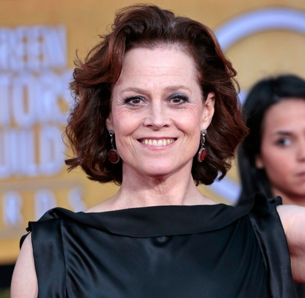 Turning 64 Today Is Actress Sigourney Susan Weaver Born 10 8 In 1949 Grey Hair Styles For Women Sigourney Sandy Hair