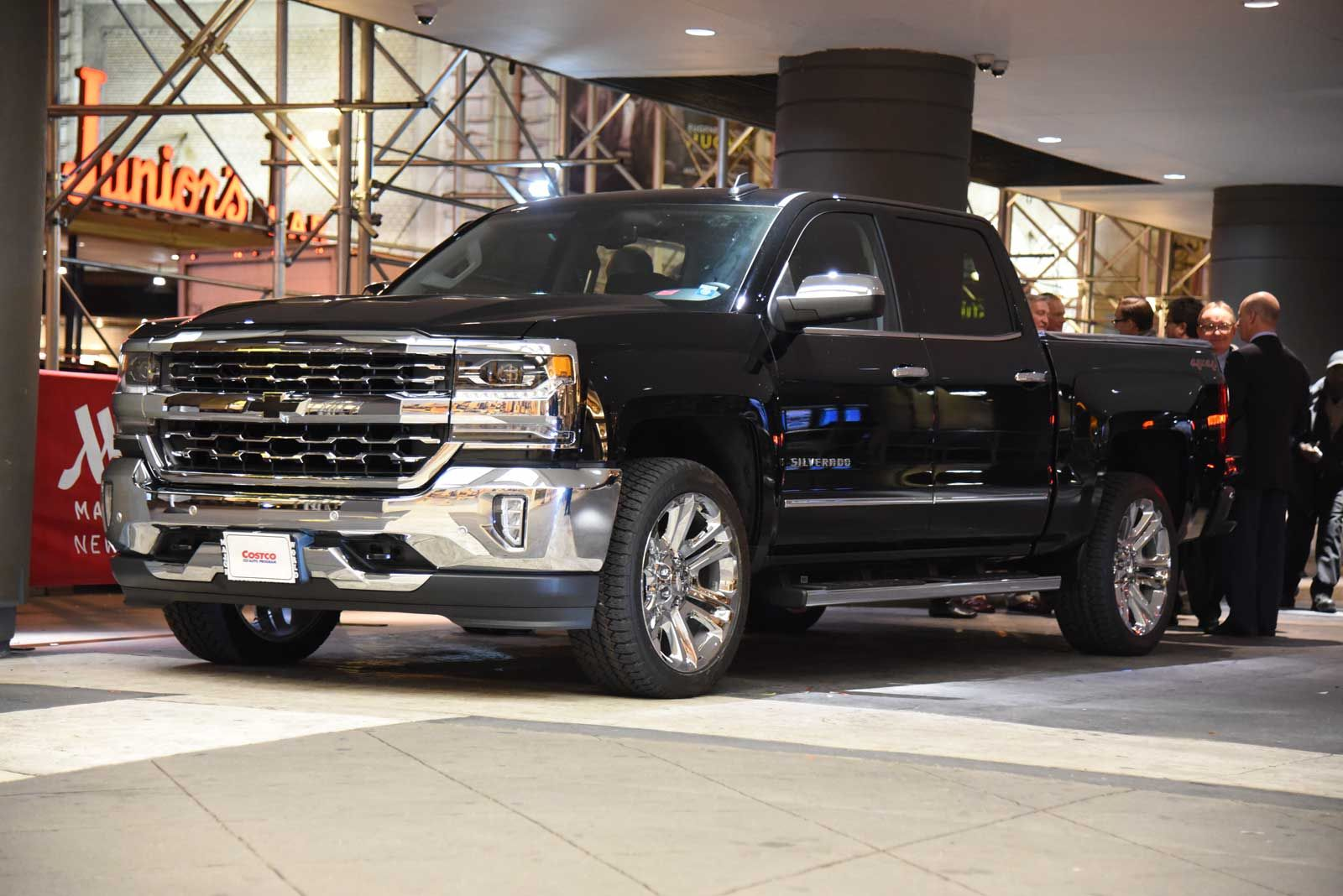 Membership warehouse costco has teamed up with chevrolet to introduce a special edition costco silverado pickup truck and it s a great deal