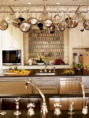 Absolutely liking the idea of hanging pots and pans in the kitchen.