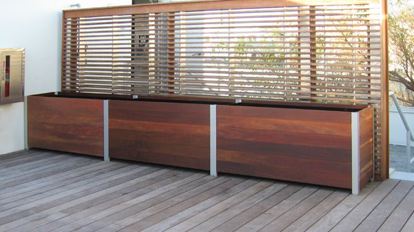 Modular Planter With Screen Somthing Like This May Work To Divide Khaleesi S Area From The Res Large Wooden Planters Large Planter Boxes Wooden Planter Boxes