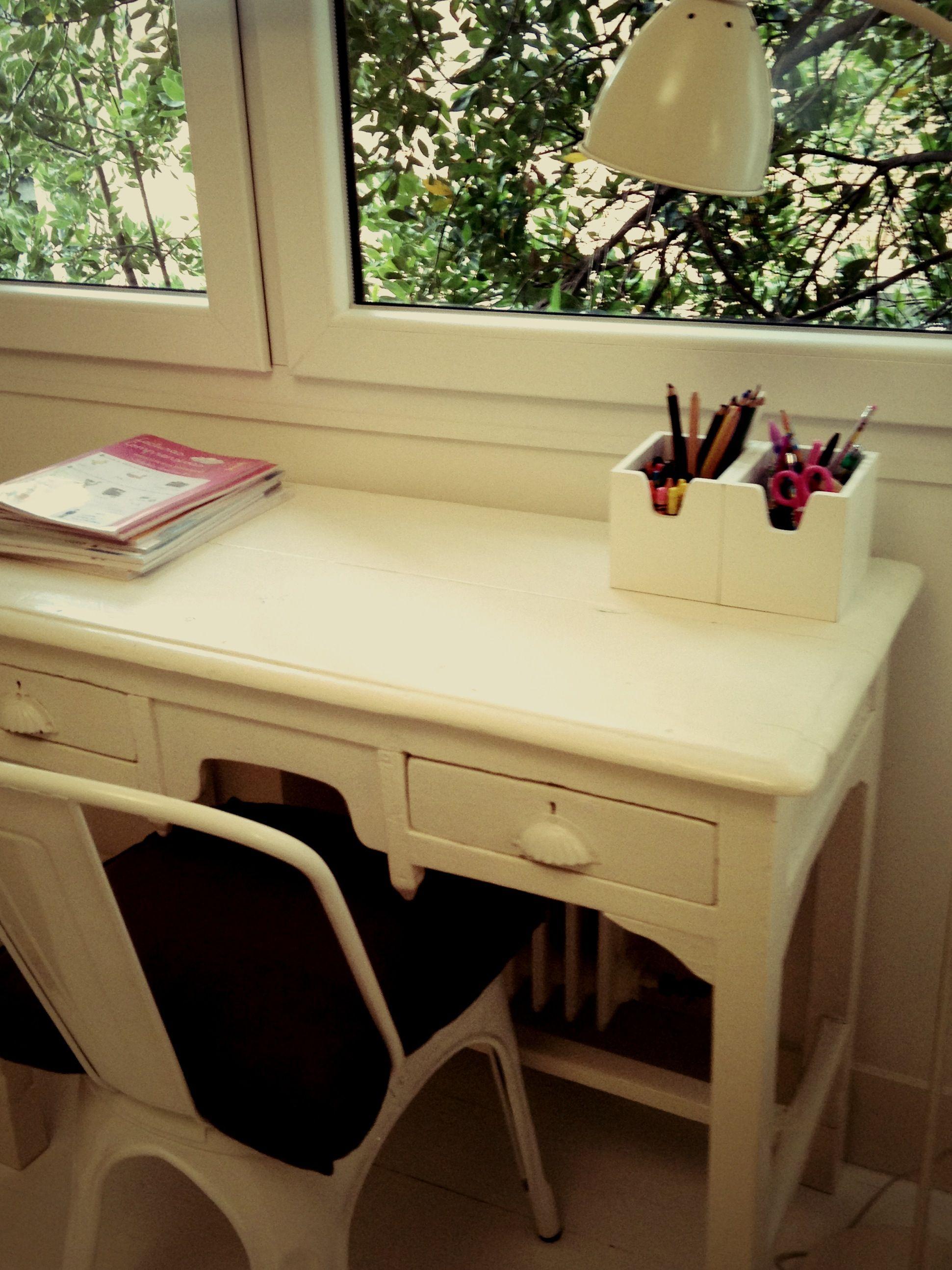 White vintage desk for kids