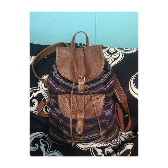 Aeropostale booksack I only wore it a couple times to school, it does fit alot of things in there Aeropostale Other
