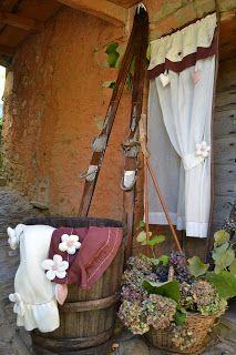 Provençal country: tende in preziosissimo lino con inserti in taffetà...