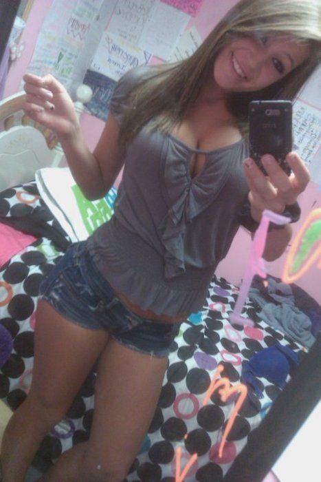 amateur busty teen cell phone selfie