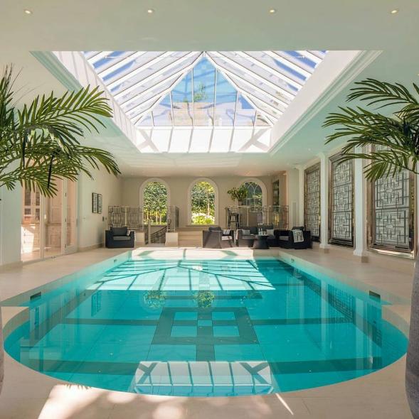 Pin de aldanaaleal en lifestyle pinterest piscina - Casas con piscina interior ...