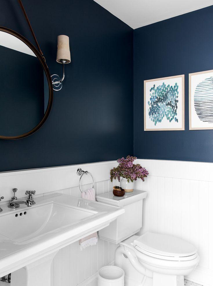 weiße und dunkelblaue Badezimmerdekorationsideen #bathroomdecoration