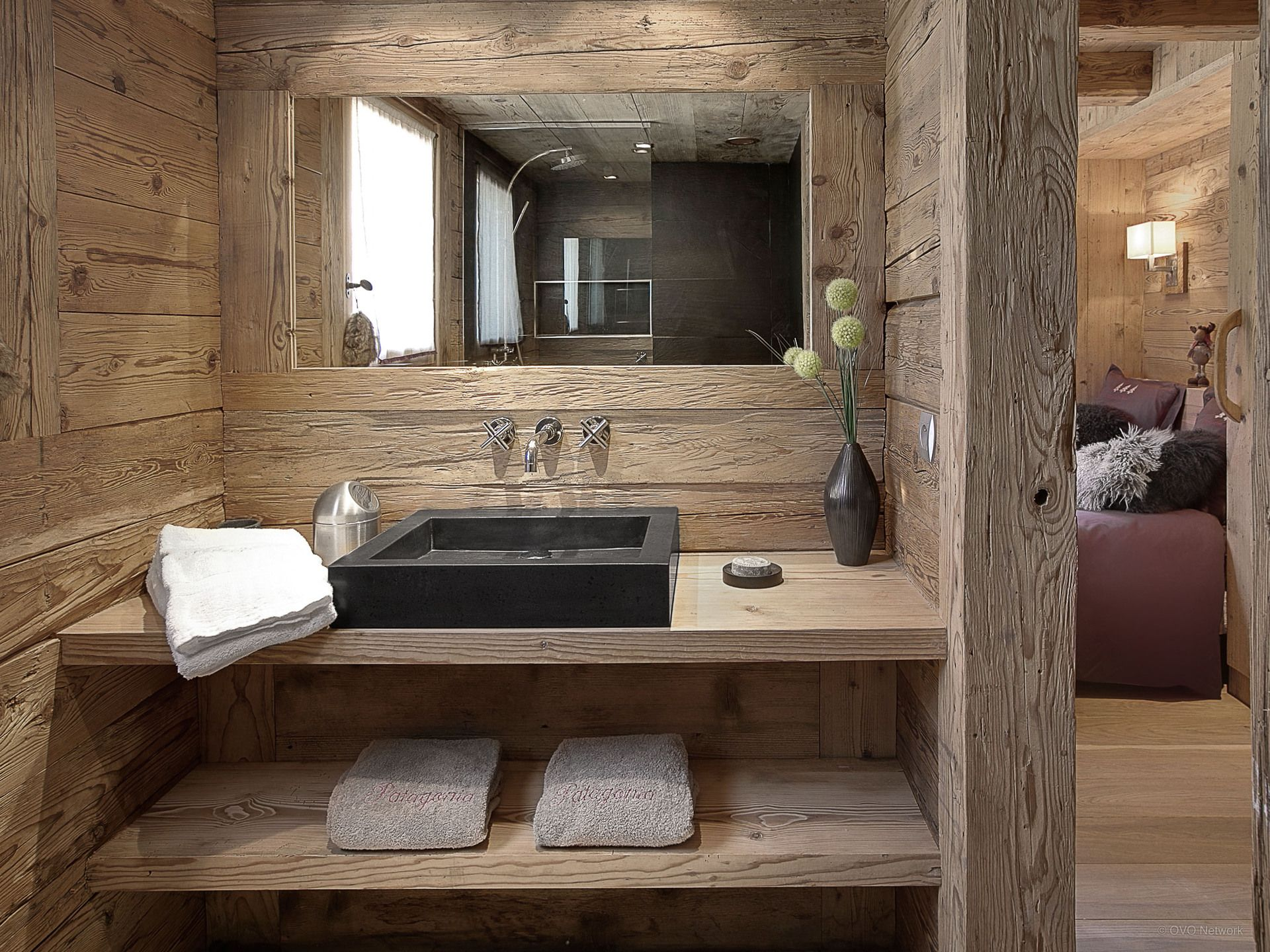 Modern And Masculine Cabin Or Lodge Bathroom, Location Chalet 69251