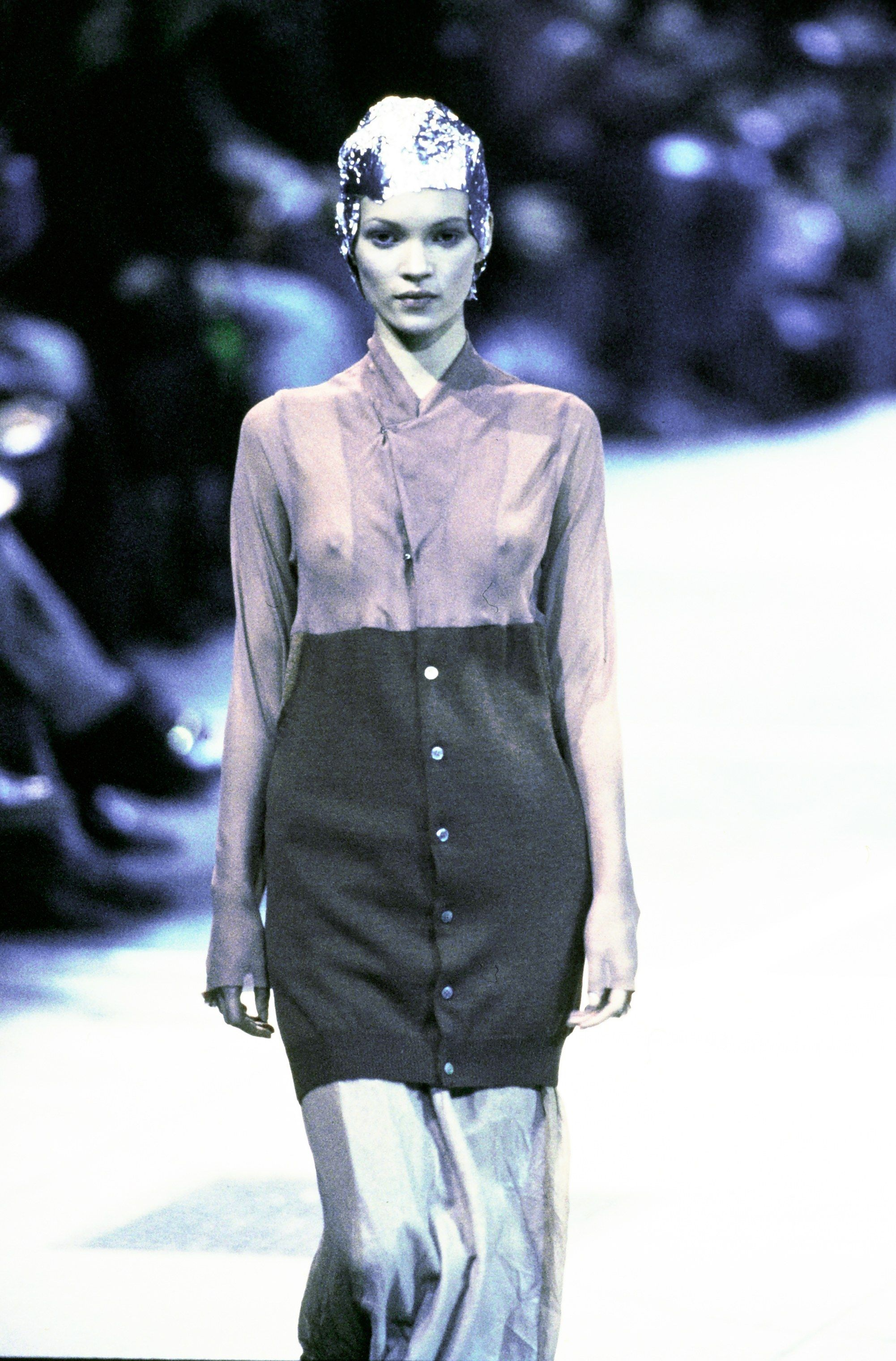 Comme Des Garcons Fall 1993 Ready To Wear Fashion Show Fashion Vintage Fashion 1990s Fashion Designers History