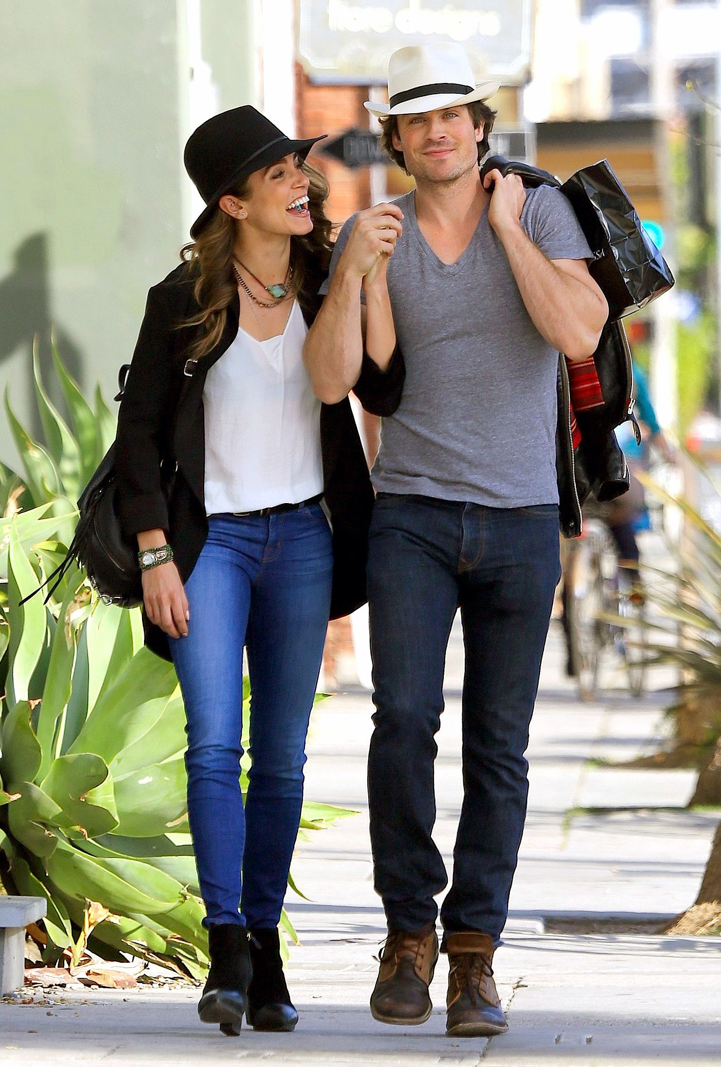 Lovebirds nikki and ian pack on the pda in matching boho street
