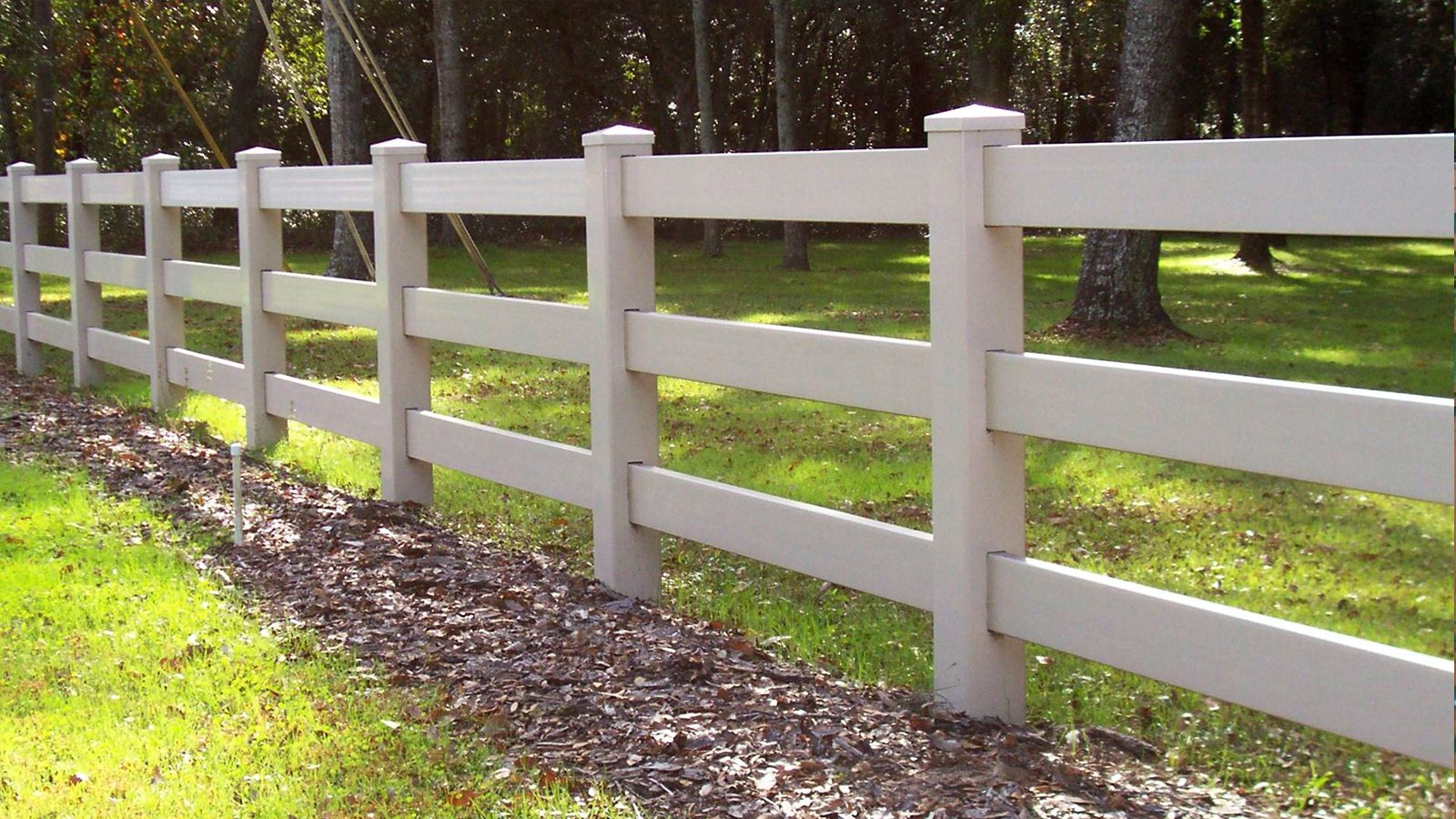 3 Rail White Vinyl Ranch Rail Fence By Mossy Oak Fence Located In Orlando And Melbourne Fl Fence Landscaping Backyard Fences Garden Fence