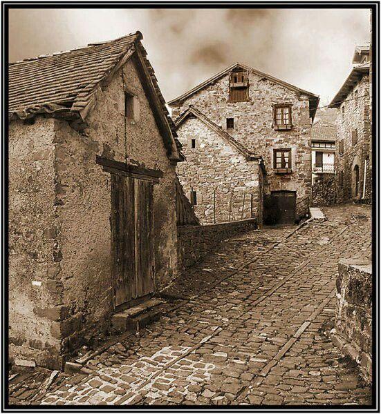 Casas antiguas de pueblo Casas de piedra, Casas