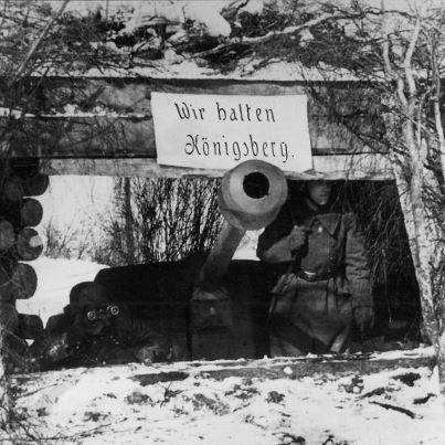 """""""Wir halten Königsberg"""". Duitse soldaten die in april 1945 rond Koningsbergen gelegerd waren. Hun credo bleek ijdele hoop."""