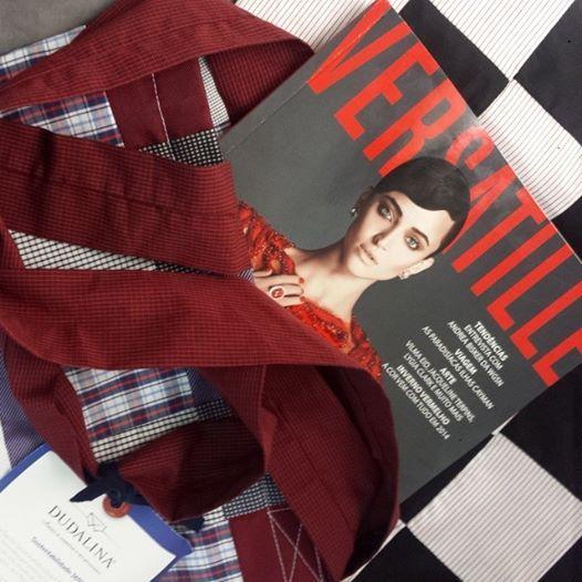 Um belo trabalho associado ao outro! Parceria @rversatille @Dudalina Feminina Sacolas produzidas com material 100% reciclado.   http://www.revistaversatille.com.br/  #loveit #revistaversatille #recycle