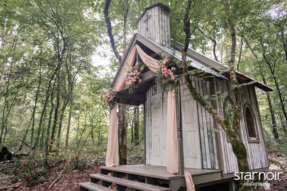 Chapel In The Hollow Gatlinburg Weddings Smoky Mountain Wedding Chapel In The Woods