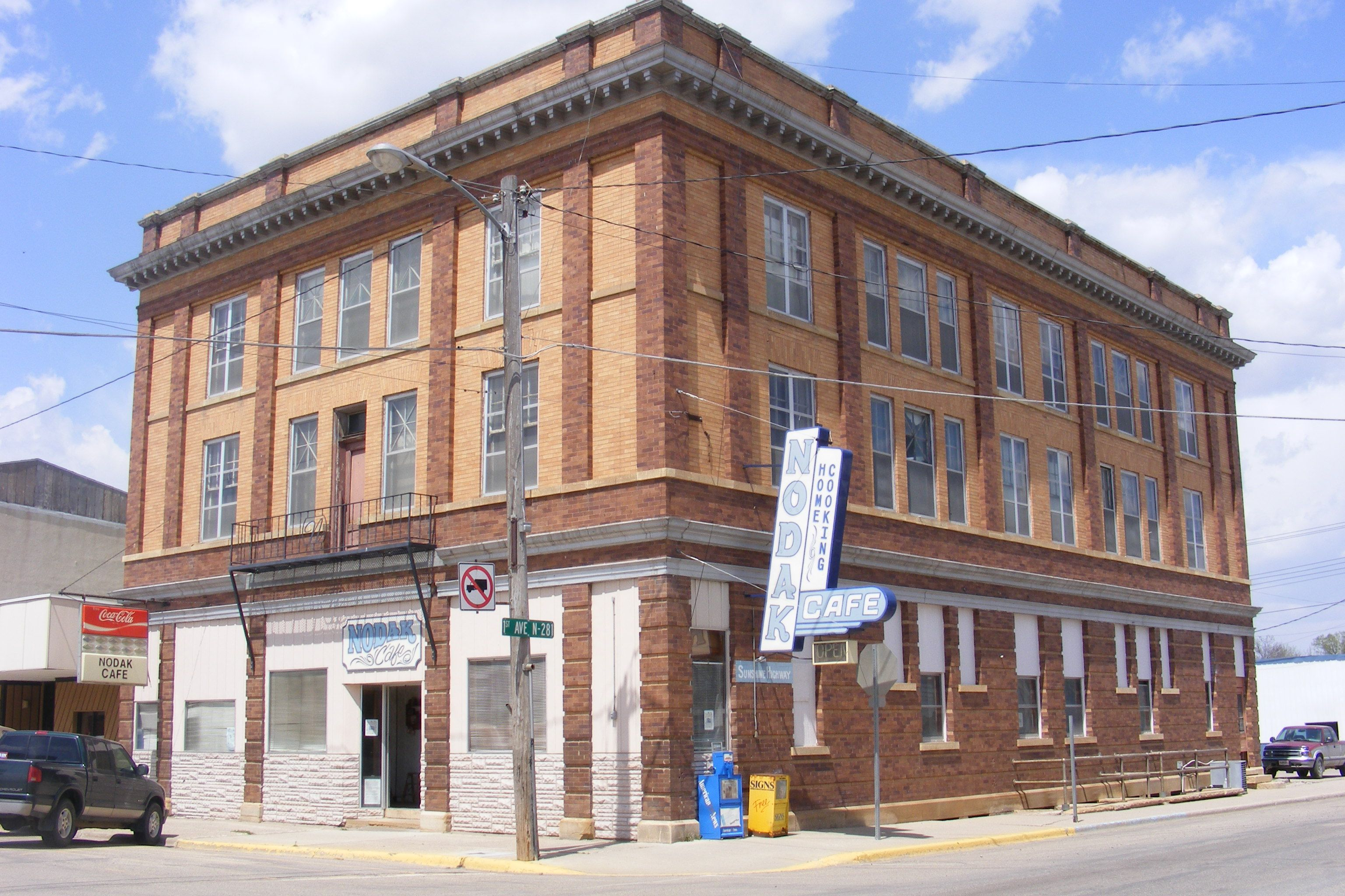 Ellendale North Dakota Where I Grew Up This Is The Nodak Hotel And Restaurant Places Favorite Places North Dakota
