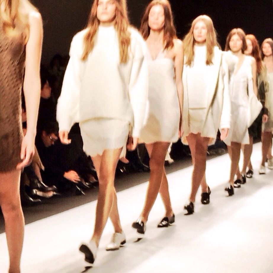 Vanessa Bruno. Blanc d hiver. Paris Fashion Week. #pinpfw